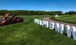 Экспозиция BMW Avilon у гольф-академии «Пестово»